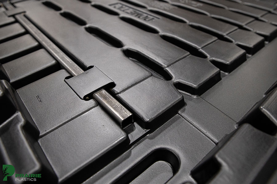 Pallet with metal insert